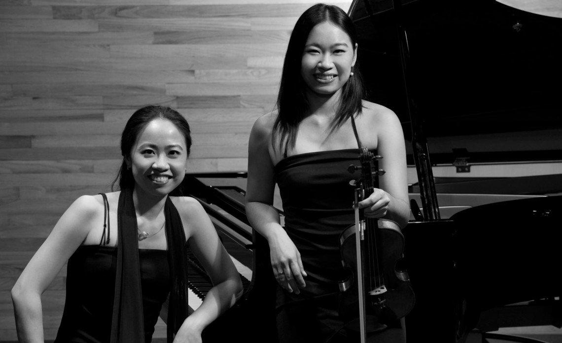 Portrait-Yin-und-Huei-Chiang-Duo-Sis
